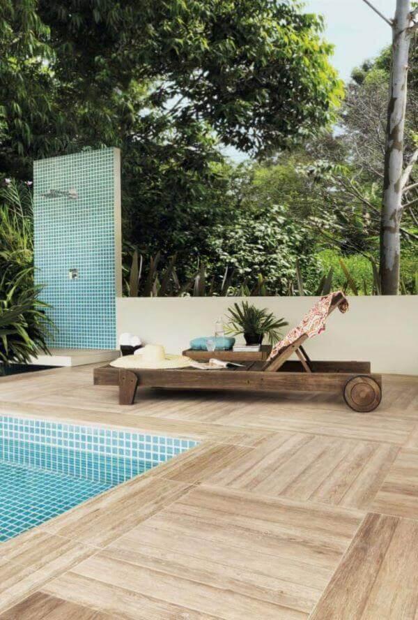 Deck de madeira com porcelanato de madeira