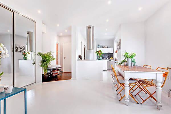 Piso branco na cozinha moderna