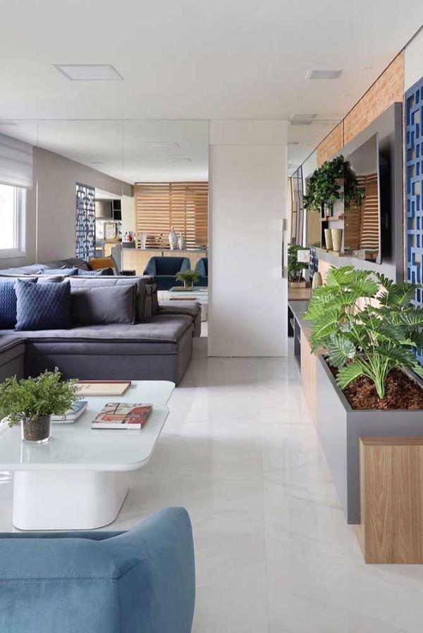 Piso branco na sala de estar moderna