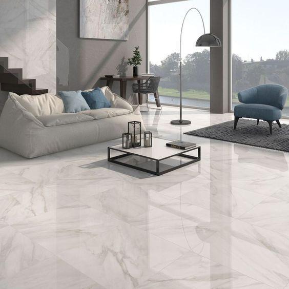 Piso que imita mármore branco