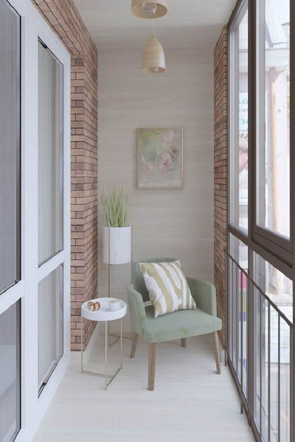 poltrona para varanda pequena decorada com parede tijolinho Foto Homify