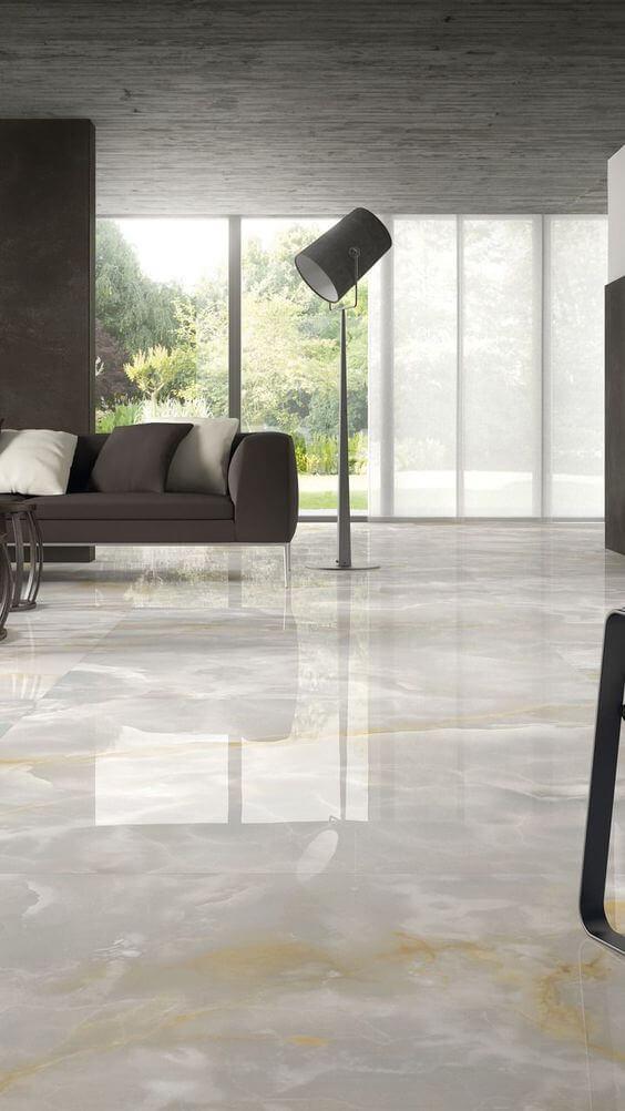 Sala com porcelanato marmorizado