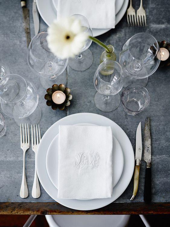 Jogo de pratos de porcelana branco