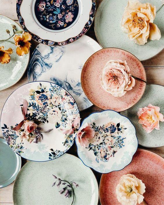 Pratos de porcelana florais