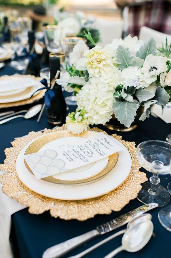 Pratos de porcelana para jantar romântico
