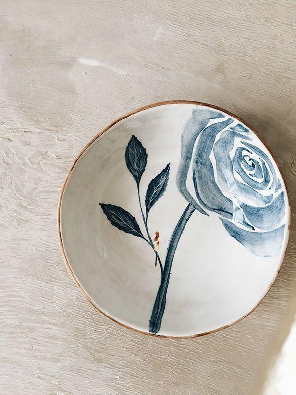 Pratos de porcelana pintados de azul