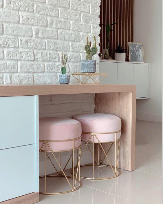 Puff banqueta rosa com dourado
