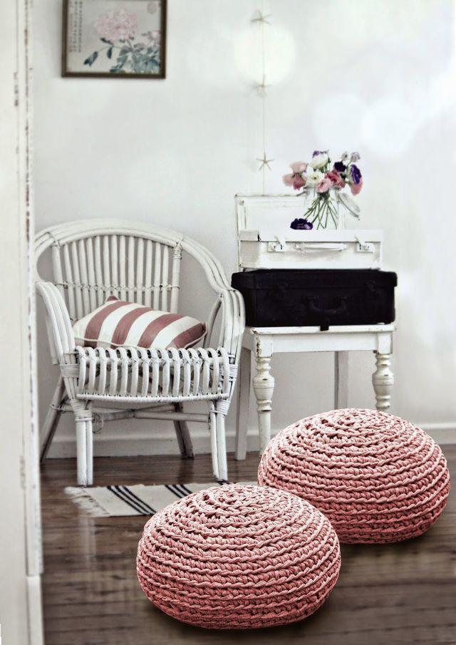 Puff rosa de crochê