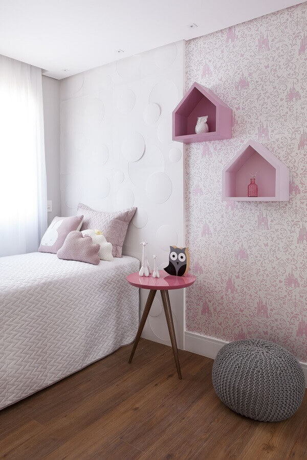 quarto de adolescente feminino branco e rosa decorado com nicho casinha  Foto Bárbara Dundes