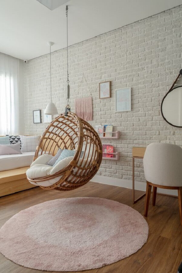 quarto de adolescente feminino decorado com balanço suspenso   Foto Hana Lerner Arquitetura