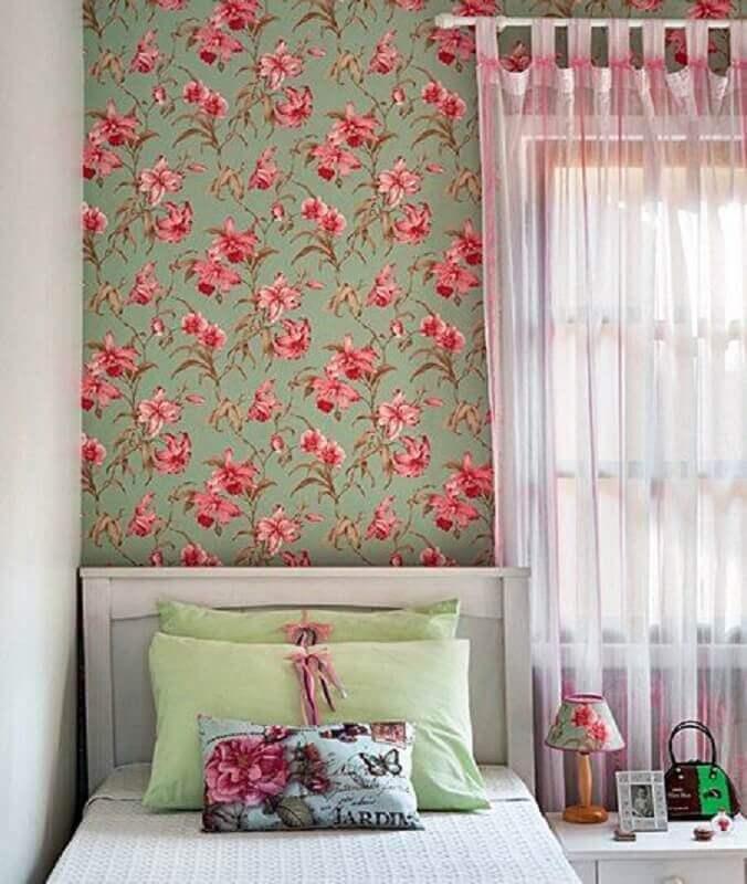 quarto de menina decorado com papel de parede romântico feminino floral Foto Simples Decoração