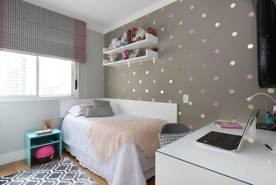 quarto decorado de adolescente feminino cinza e branco  Foto Jeito de Casa