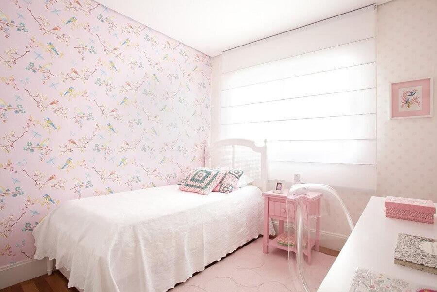 quarto feminino decorado com papel de parede romântico rosa floral Foto Liliana Zenaro