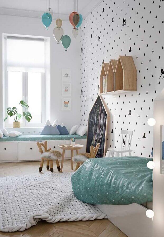 quarto para criança decorado com nicho casinha de madeira e papel de parede delicado Foto Home Fashion Trend