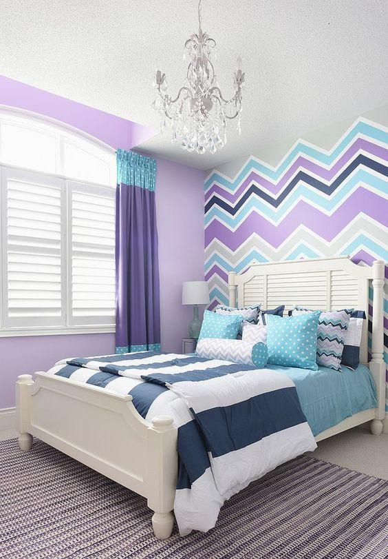 Papel de parede roxo e azul listrado