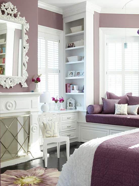Quarto roxo e branco delicado