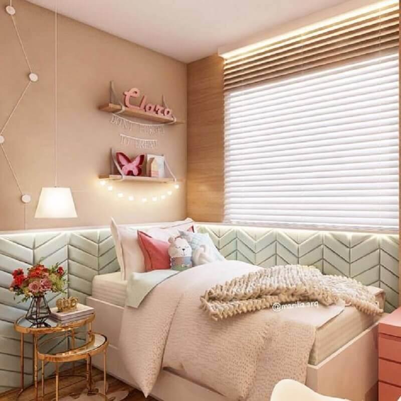 revestimento 3D para quarto de adolescente feminino decorado em cores neutras com mesa lateral de vidro Foto Pinterest