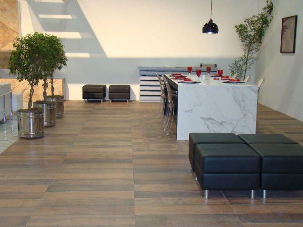 Revestimento amadeirado na cozinha moderna