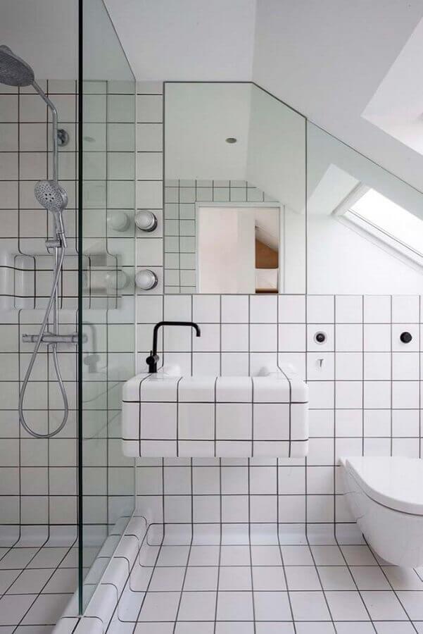 revestimento branco para parede de banheiro com decoração minimalista Foto Futurist Architecture