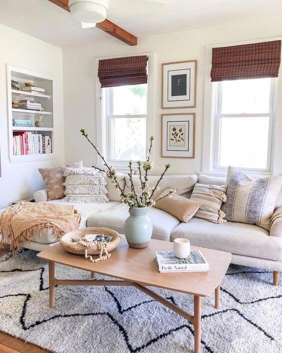 Sala clean com tapete escandinavo