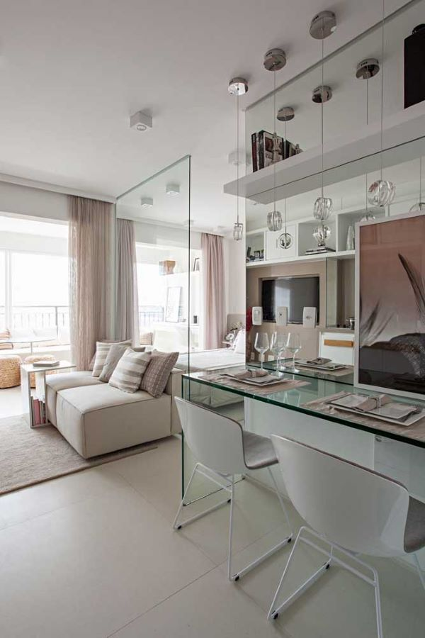 Sala com piso branco