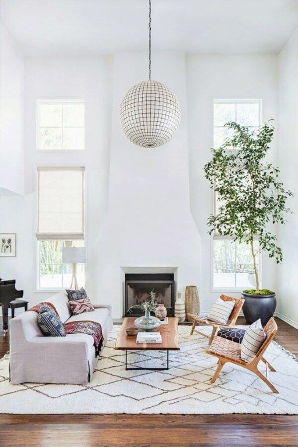 Sala com tapete escandinavo
