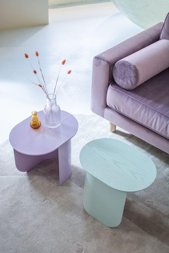 Móveis lilás na sala moderna
