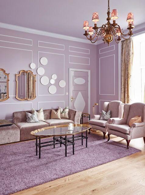 Sala de estar cor lavanda e branco