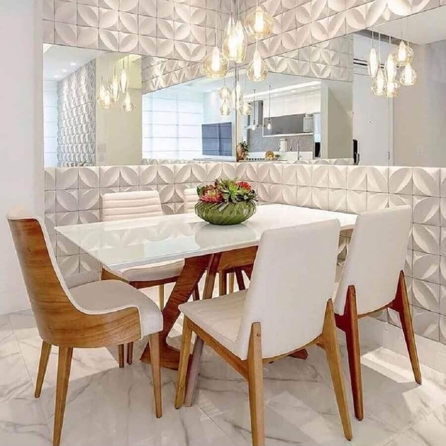 sala de jantar branca sofisticada decorada com revestimento 3D e espelho de parede - Foto habitissimo