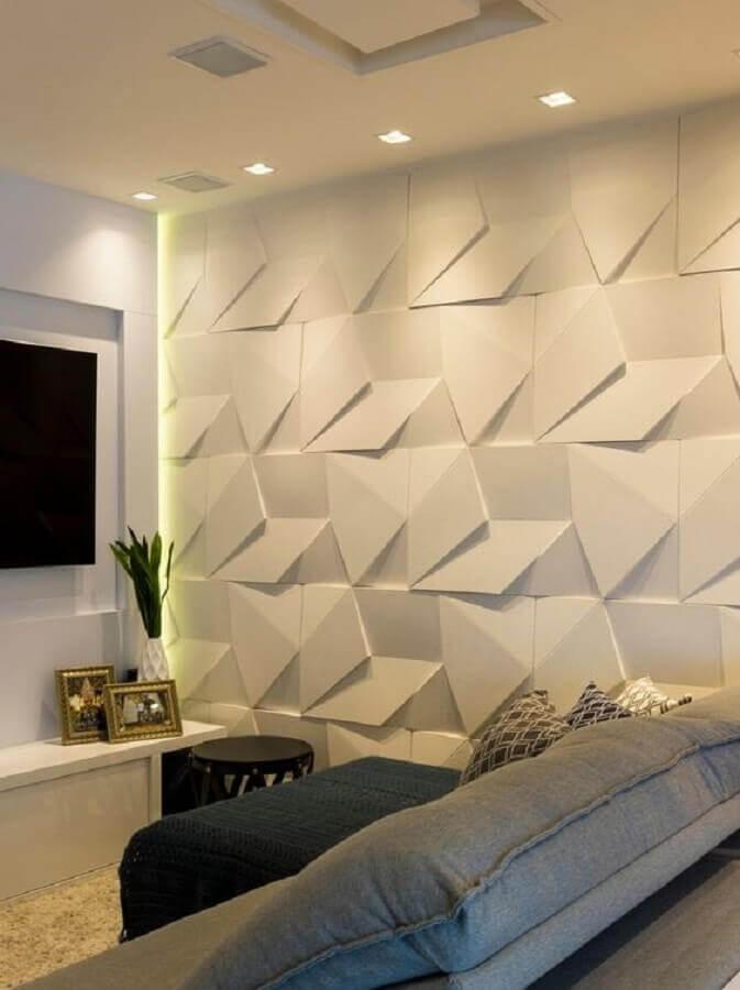 sala de tv decorada com revestimento 3d branco Foto Castelatto Pisos e Revestimentos