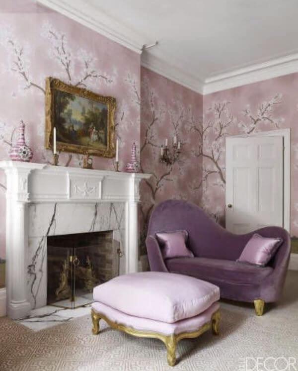 Sala monocromática na cor lavanda