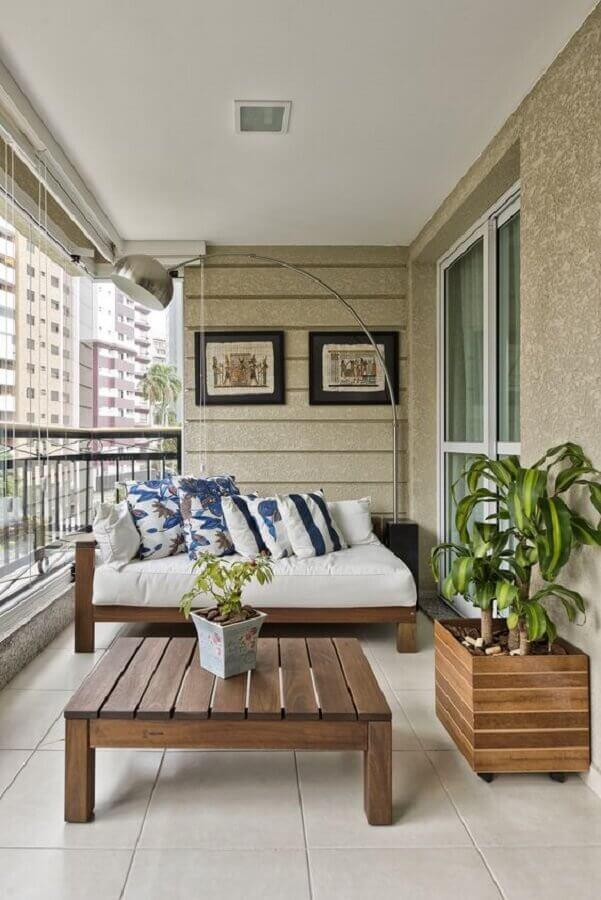 sofá de madeira para decoração de varanda de apartamento Foto Pinterest