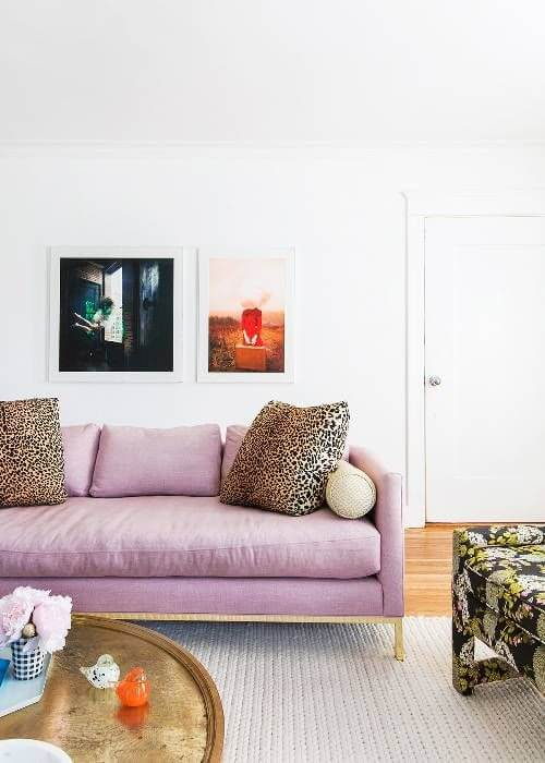 Sofá cor lavanda na sala moderna