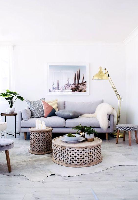 Sala moderna com sofá simples