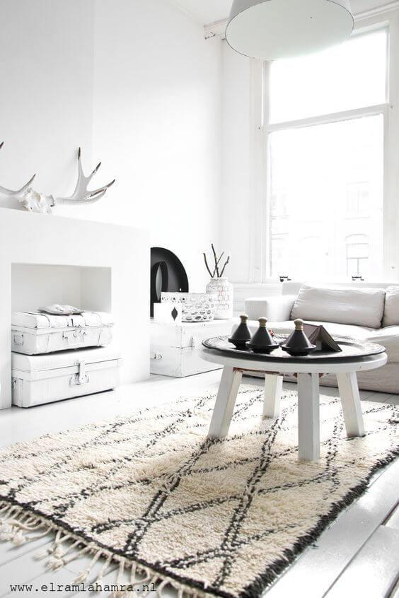 Tapete escandinavo na sala de estar clean