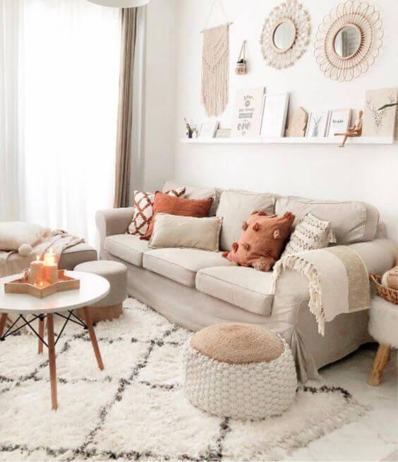 Sala clean e charmosa com tapete estilo escandinavo