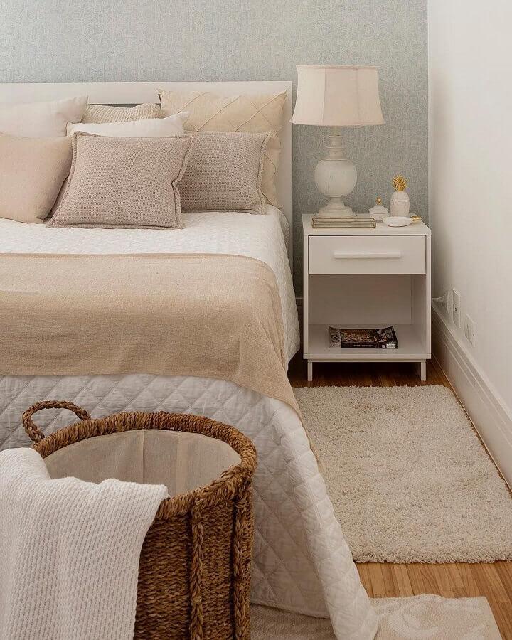 tapete passadeira para quarto de casal decorado em cores neutras  Foto Studio Deux