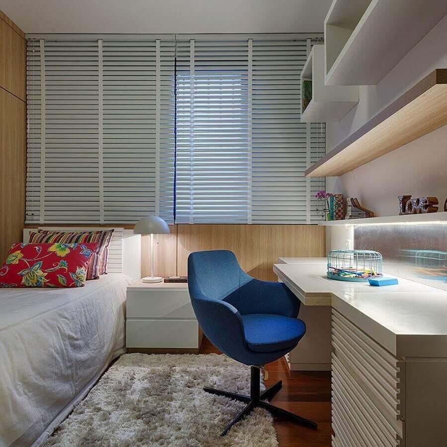 tapete passadeira para quarto de solteiro planejado com escrivaninha  Foto Renata Basques