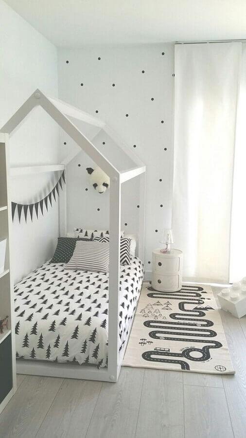 tapete passadeira para quarto infantil decorado com cama casinha  Foto Futurist Architecture