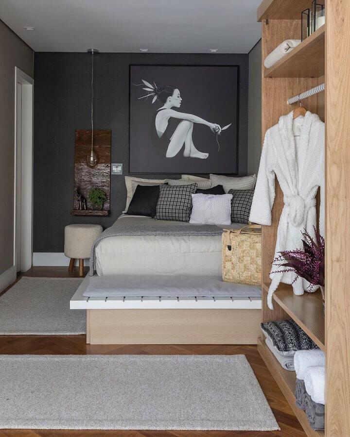 tapete passadeira para quarto moderno decorado com móveis planejados  Foto Studio Deux