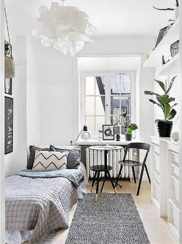 tapete passadeira para quarto pequeno cinza e branco Foto Planete Deco
