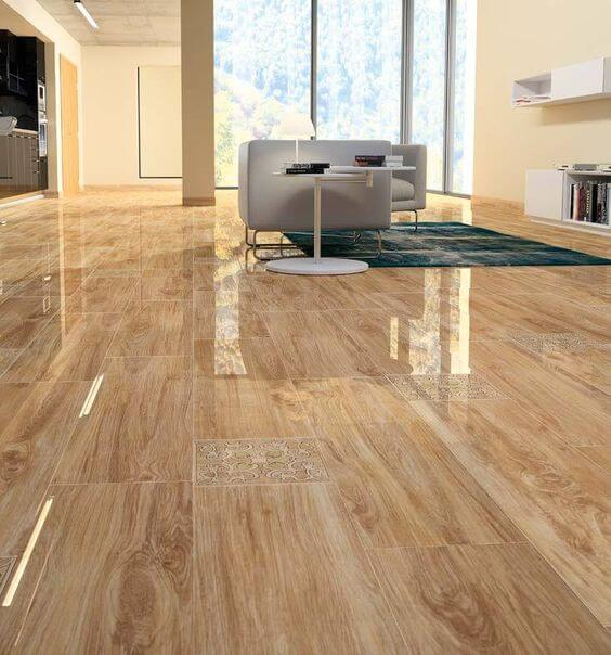 Porcelanato polido que imita madeira