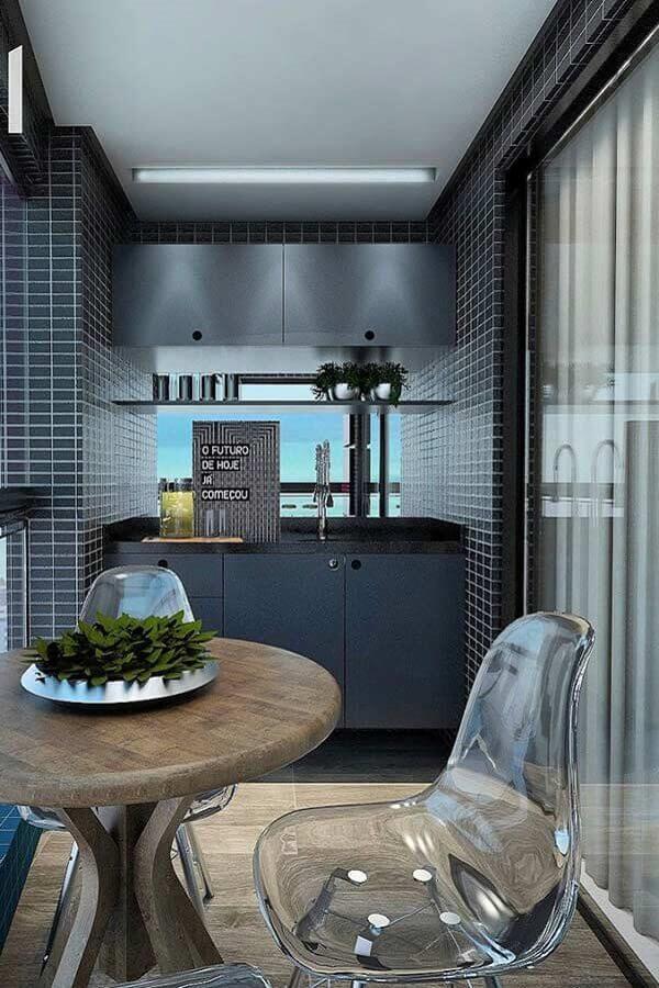 varanda pequena e moderna decorada com mesa redonda e móveis cinza  Foto Andrea Móveis