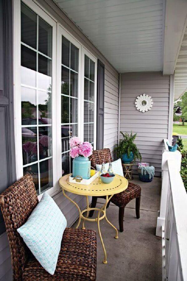 varandas de casas pequenas com decoração simples  Foto Apartment Therapy