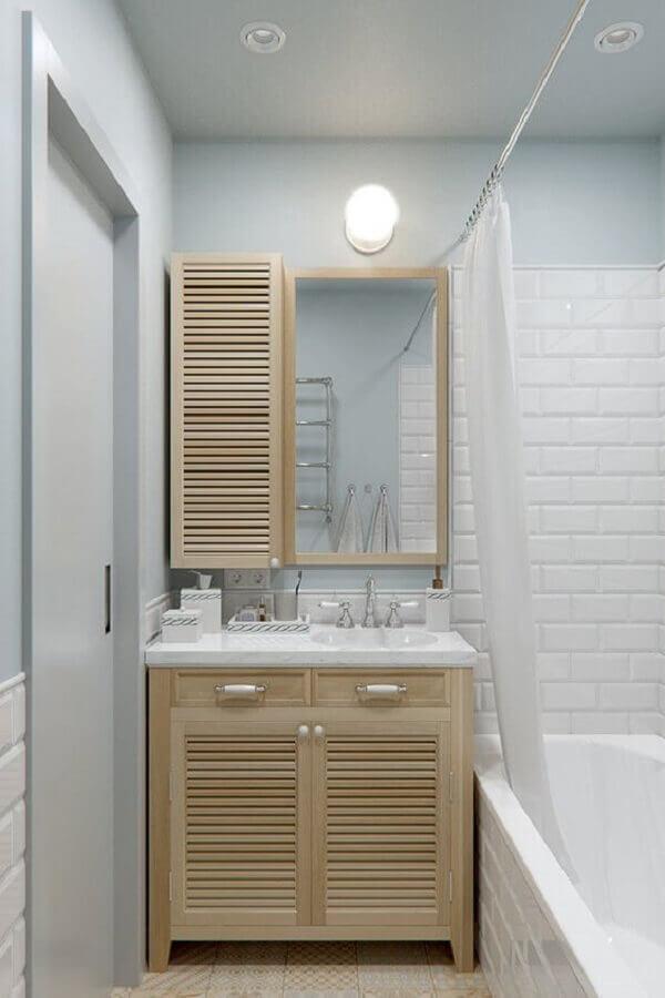 armário de banheiro pequeno simples em madeira clara