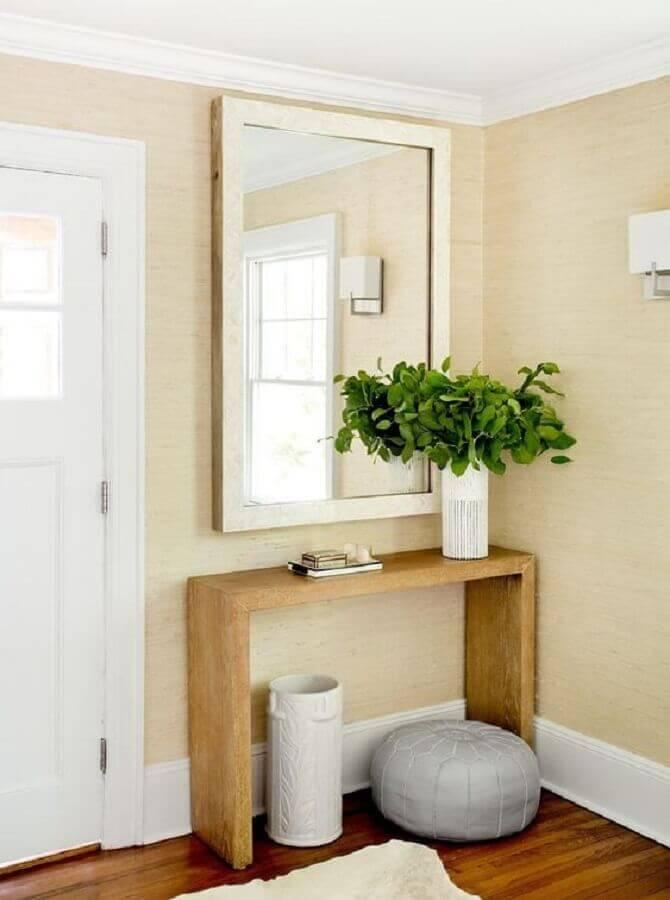 Aparador com espelho para hall de entrada decorado em cores neutras