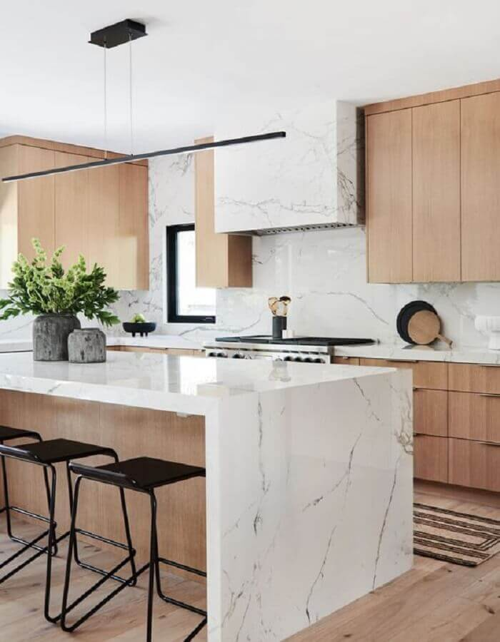 bancada de mármore branco para decoração de cozinha de madeira planejada