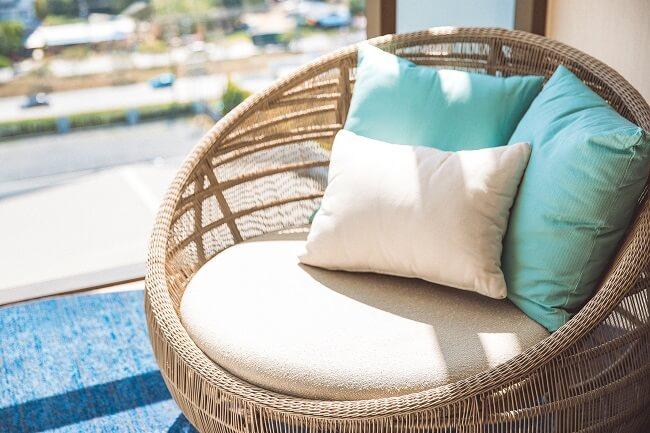 A almofada pode deixar a sua poltrona rattan ainda mais confortável