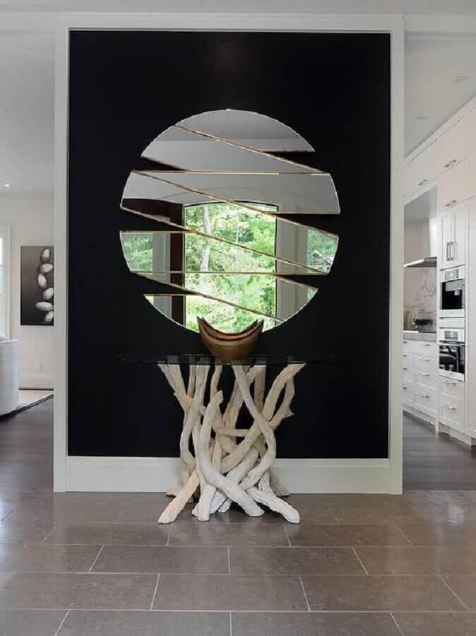 Decoração moderna com aparador com espelho para corredor