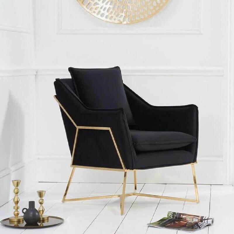 modelo de poltrona preta moderna com estrutura dourada